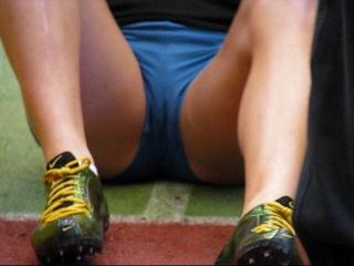 Накаченные жопы и выпирающие писи симпотных легкоатлеток